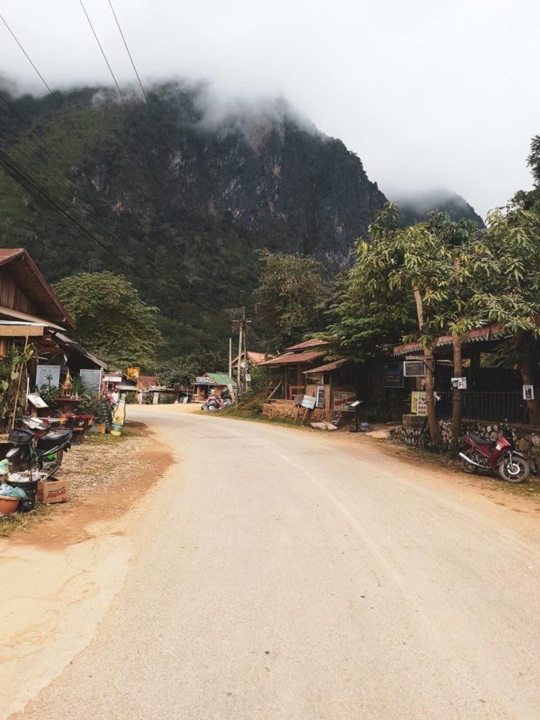 Nong Khiaw w Laosie. Lao village. Co zobaczyć w Nong Khiaw