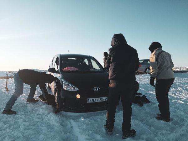 Wynajem samochodu na Islandii. Jaki samochód wypożyczyć. Jazda po Islandii zimą.