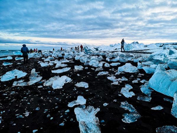 Diamentowa plaża na Islandii. Diamond Beach Iceland. Zimowe atrakcje na Islandii. Najpiękniejsze plaże świata