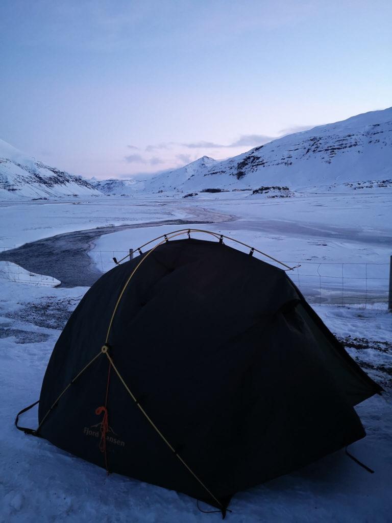 Spanie na dziko pod namiotem na Islandii. Islandia w marcu - relacja w wyprawy pod namiot. Fjord Nansen