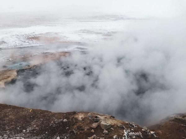 Obszar geotermalny Hverir - bulgoczące wyziewy ziemi. Najlepsze atrakcje północnej Islandii