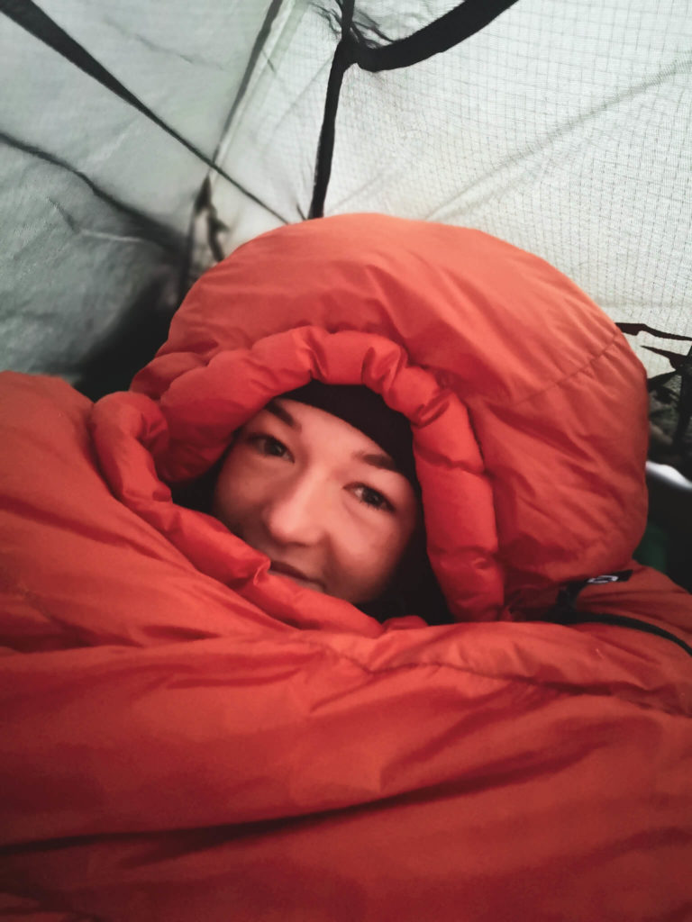 Viola and the World i śpiwór. Spanie na dziko na Islandii w zimie. Islandia w marcu.