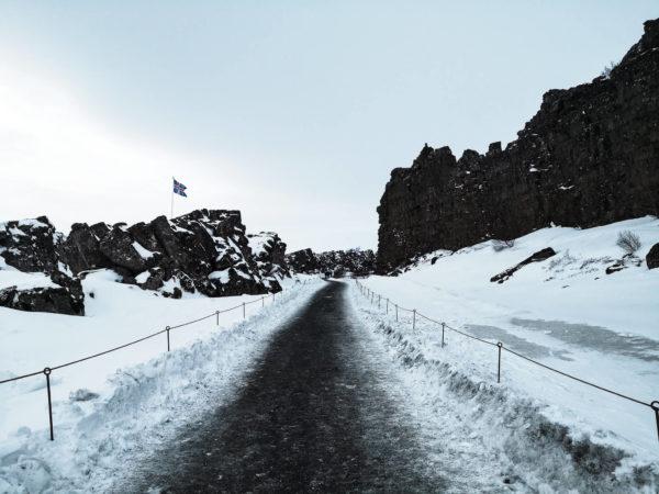 Park Narodowy Thingvellir. Miejsce łączenia się dwóch płyt tektonicznych. Największe atrakcje Złotego Kręgu