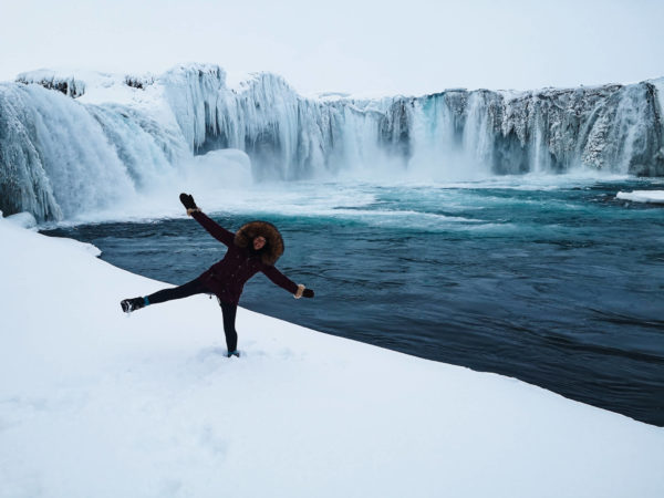 Wodospad Godafoss. Największe atrakcje północnej Islandii. Islandia w zimie. Viola and the World