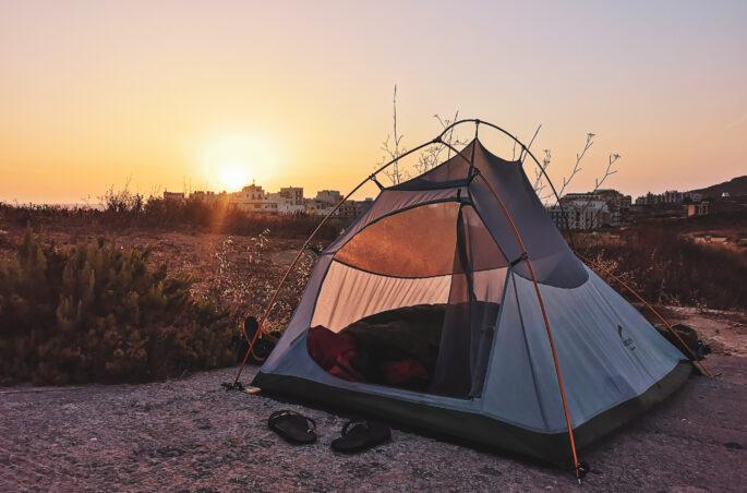 Spanie pod namiotem na Malcie - Marsalforn Malta-Gozo